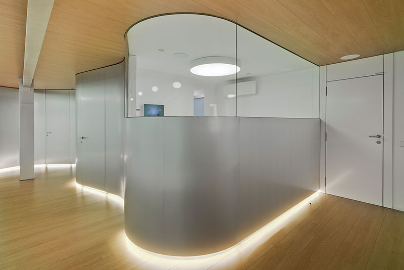 Cl nica dental mobiliario comercial contract y muebles para franquicias - Decoracion clinica dental ...