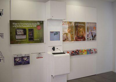 fabricacion_muebles_para_tiendas_vodafone