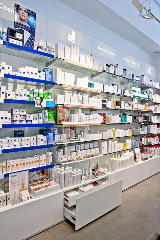 Farmacia de redfarma mobiliario comercial contract y for Muebles para farmacia