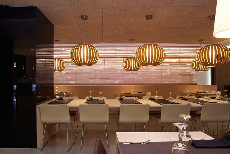 Proyecto restaurante kumo pauferro muebles para restaurantes for Restaurante madera