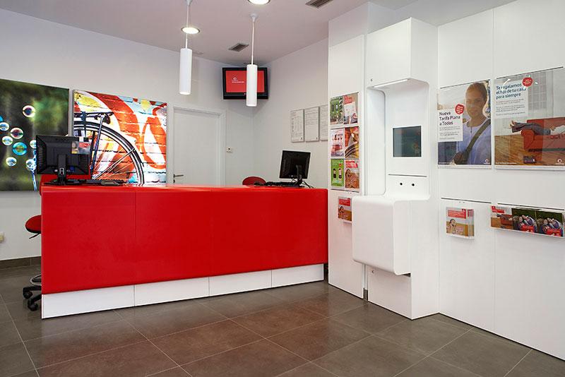 Vodafone - Mobiliario comercial contract y muebles para franquicias
