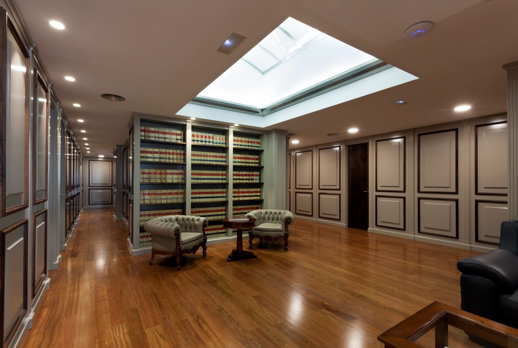 G mez tejedor abogados pauferro mobiliario para tienda for Diseno de oficinas modernas para abogados