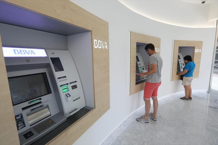 Nuevo centro bbva en castell n con mobiliario pauferro for Oficinas bbva vigo