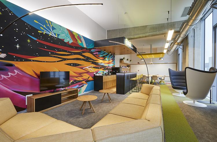 La madera y el diseño redefinen las oficinas Viokox
